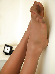 women with sexy feet in nylons